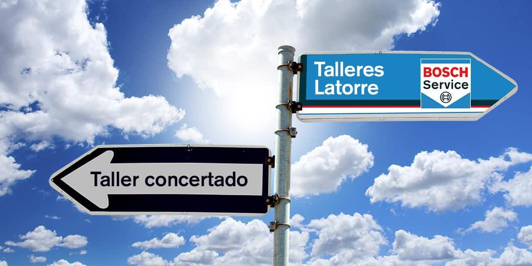 Imagen con dos flechas de tráfico que representa la opción de elegir Talleres Latorre como taller de confianza en vez del taller concertado de tu aseguradora