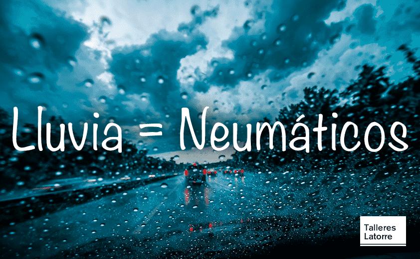 Imagen de noche lluviosa desde un coche en la carretera